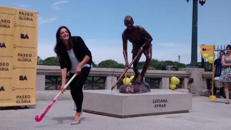 Luciana Aymar ya tiene su estatua en el Paseo de la Gloria
