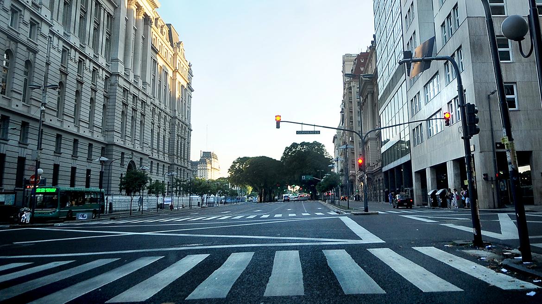 La avenida Leandro N Alem, sin el tráfico habitual