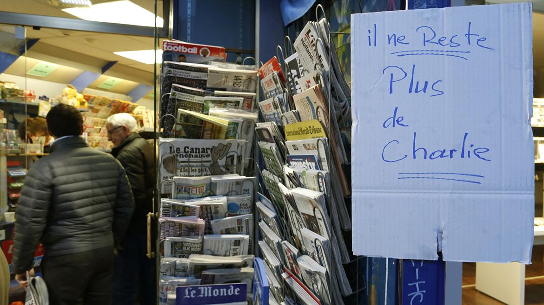 Los kioscos franceses marcaban, temprano a la mañana, la falta del último ejemplar de Charlie Hebdo