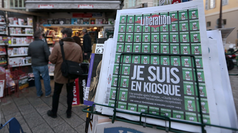La publicación ya se encuentra en los quioscos franceses y, convertido en un símbolo de la libertad de expresión, Charlie Hebdo es reclamado en todas partes