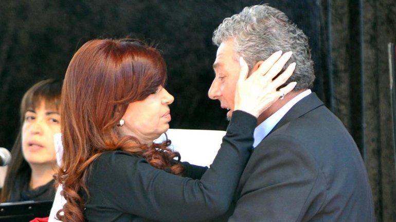 Cristina Kirchner saluda a Carlos García Muñoz en un acto en 2013