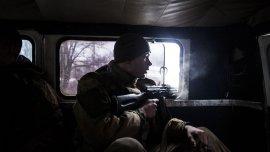 Un separatista pro-ruso dirigiendose al frente de batalla cerca de la ciudad ucraniana de Debaltseve.