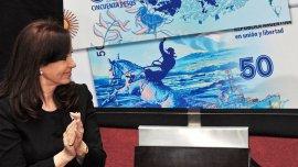 Cristina Kirchner presentó un nuevo billete de $50 pero evitó imprimir papeles de mayor nominación