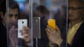 Una persona promedio consulta su celular una vez cada menos de cinco minutos