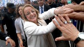 Los empleados públicos reclaman que la gobernadora electa, Alicia Kirchner, sea el puente de la negociación con la administración saliente.