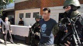 Uno de los detenidos con la remera de Walter White, protagonista de Breaking Bad