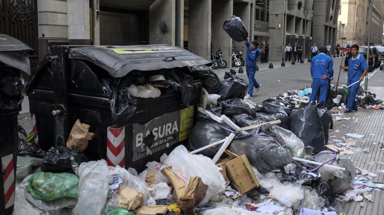 La Ciudad amaneció repleta de basura