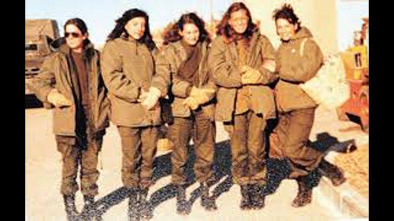 Enfermeras del Ejército embarcadas en el buque hospital Almitante Irizar.