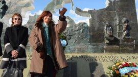 Cristina Kirchner junto a la gobernadora de Tierra del Fuego, Fabiana Ríos.