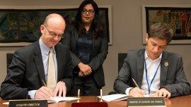 Jesko Hentschel, representante del Banco Mundial en la Argentina, y Axel Kicillof
