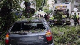 La Ciudad de Buenos Aires tuvo otra noche complicada por una tormenta de  lluvia y viento que generó daños materiales en varios barrios.