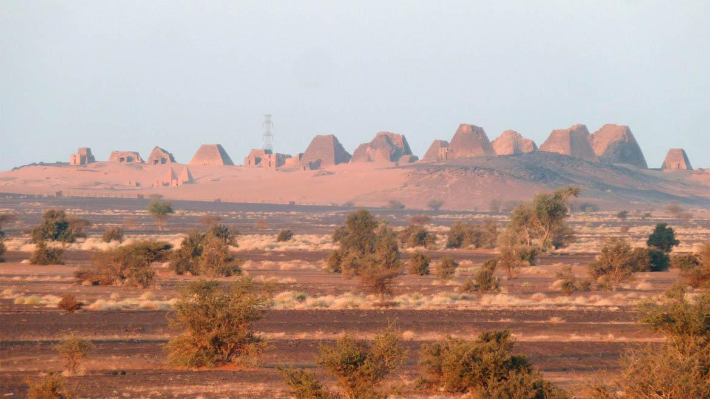 Otro conjunto de pirámides se encuentra al norte deKhartoum