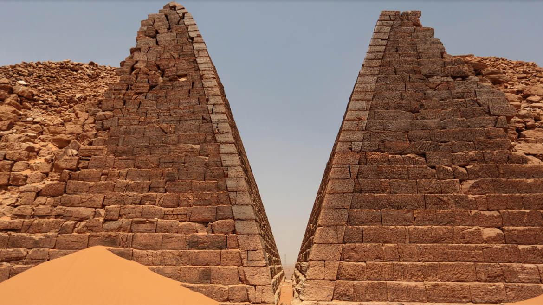 Al igual que las egipcias, estas pirámides funcionaban como tumbas para preservar el cuerpo del monarca por toda la eternidad