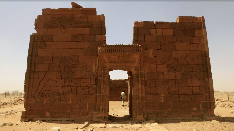 El Templo del León enal-Musawwarat esta dedicado a la dios-leónApedemak, deidad de la guerra