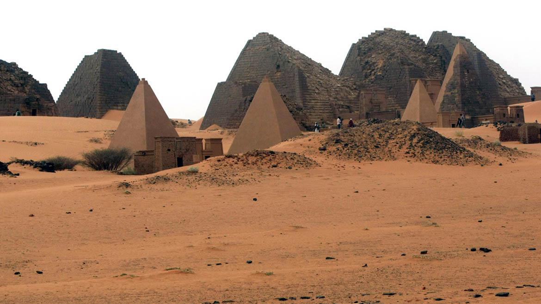 En las ruinas de Meroë se encuentran las pirámides de los reyes y reinas mas importantes