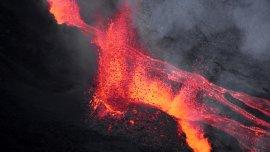 El Piton de la Fournaise (Pico del Horno) es un volcán ubicado en la isla de dependencia francesa Réunion en el Océano Índico