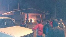 Vecinos de Monte Hermoso prendieron fuego la comisaría