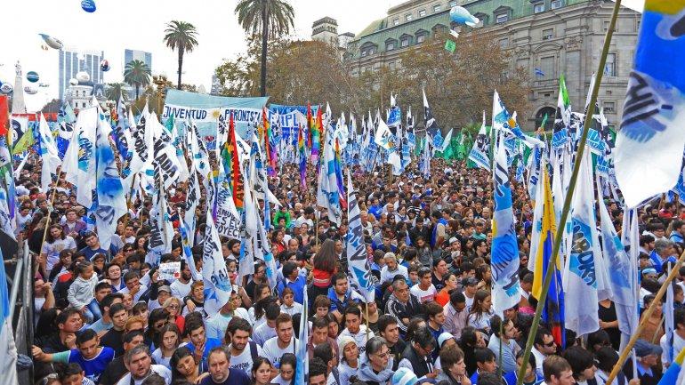 Una multitud de más de 800 mil personas llenó la Plaza