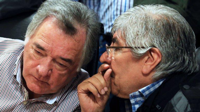 Luis Barrionuevo y Hugo Moyano. El gastronómico pedirá un 50%, mientras que para el camionero el reclamo rondará el 30%
