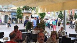 Cuando se supo que había decidido entregarse, Burzaco fue perseguido por la prensa durante su caminata por el centro histórico de Bolzano, aunque se negó a realizar declaraciones