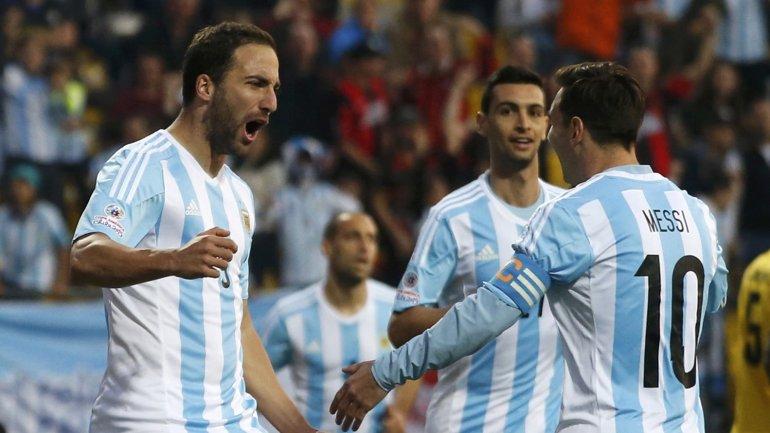 Argentina se quedó con la cima del grupo B con siete puntos