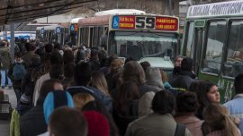 El impacto del gasto en trenes y colectivos se diluye en la medida que sube el rango de salario del trabajador
