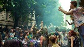 Los alumnos celebran la vuelta olímpica, uno de los ritos de quienes concurren al colegio dependiente de la UBA (Imagen de archivo)