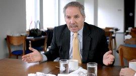 Felipe Solá cuenta sus ideas durante una entrevista con Infobae