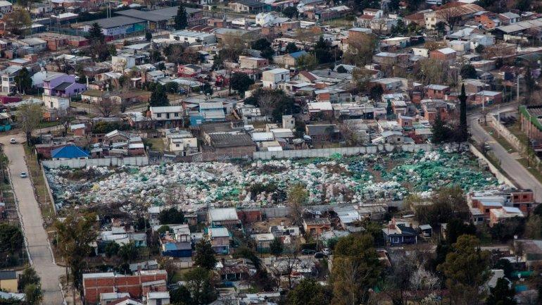 Imagen aérea de una villa de Buenos Aires: la corrupción afecta la calidad de vida de la gente, resaltó Transparencia Internacional