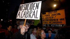 Frente a Tribunales, cientos de personas se manifestaron ayer para reclamar la restitución del juez Cabral en Casación.