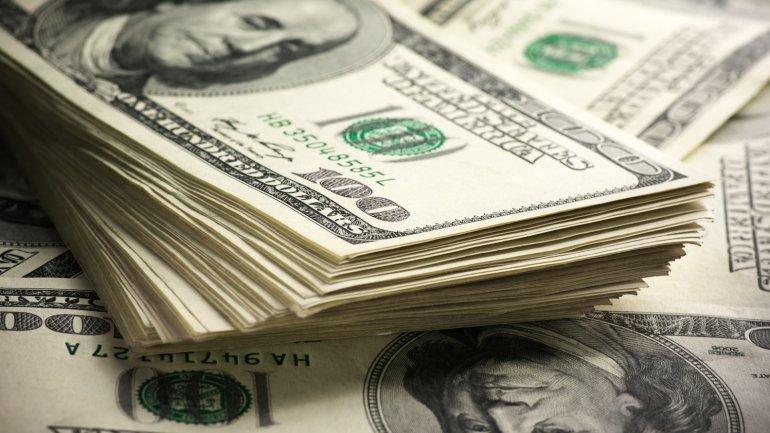 El mercado de pesos se hace fuerte y rezaga al dólar