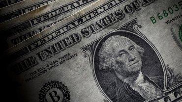 El dólar sube levemente, pero mantiene su nivel por debajo de los 15 pesos.