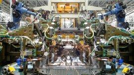 El receso de la producción automotriz por la caída de la demanda de Brasil afectó la creación de riqueza agregada