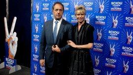 Daniel Sciioli y Karina Rabolini posan en la previa a la cena de recaudación para la campaña