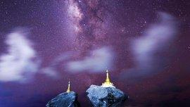 Una fotografía de larga exposición de la Vía Láctea en la noche de Ngwe Saung, Birmania