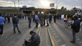 Choferes de la línea 60 levantaron el bloqueo en Panamericana tras la convocatoria a sus delegados realizada por el ministro de Trabajo,Carlos Tomada