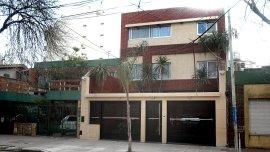 El capo de La Doce Rafael Di Zeo, preso durante años y a quien el club xeneize le acaba de levantar el derecho de admisión,adquirió una casa por 300 mil dólares, pese a no tener ningún ingreso blanqueado