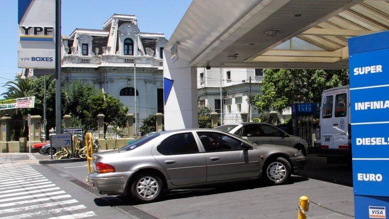 Desde este domingo las naftas están un 10% más caras