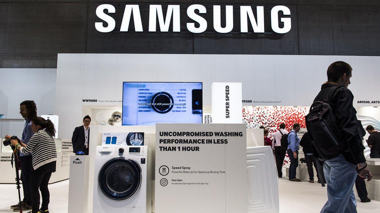 Samsung AddWash:Unlavarropas inteligente que se conecta a Internet. Permite agregar ropa en cualquier punto del ciclo de lavado, gracias a su innovadora Add Door. Con una simple pulsación del botón de pausa el tambor giratorio se detiene, y hace quesea posible añadir ropa al lavarropas