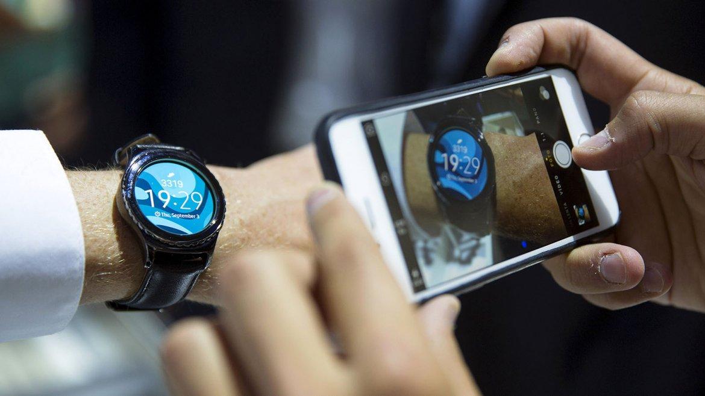 El Gear S2 de Samsung es el primer reloj de diseño circular de la compañía coreana y un aspirante a competir con el Apple Watch.