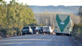Cinco vehículos con referentes mapuches bloquean acceso a Loma La Lata, en Neuquén