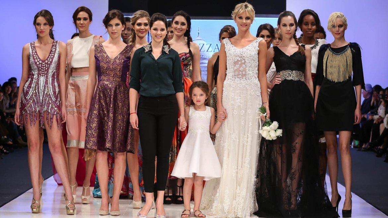 La diseñadora Natalí Márquez junto a las modelos que lucieron sus nuevas creaciones