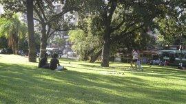 El Parque Las Heras, en Palermo, uno de los pocos barrios donde se cumple la proporción de espacios verdes recomendada.