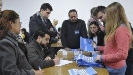 En sólo diez de los 135 partidos bonaerenses se presentaron todas las autoridades de mesa