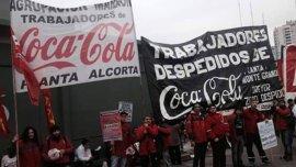 Los trabajadores de Coca-Cola protestan por despidos