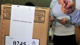 Por orden de la Cámara Electoral, se abrieron 384 urnas de las 2600 dispuestas para las primarias de agosto.