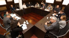 El equipo de campaña de Daniel Scioli firmó las reglas del debate televisivo del 4 de octubre y participó de todas las reuniones de la organización.