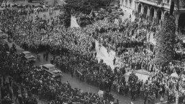 Manifestación de apoyo al golpe de Estado frente a Casa Rosada.