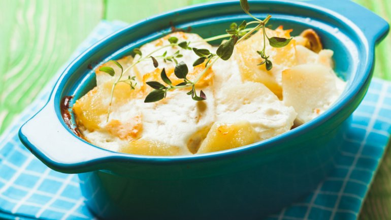 El queso cheddar le agregará un exquisito toque a las clásicas papas a la crema