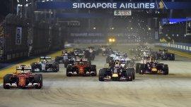 Sebastian Vettel se impone en la largada en Singapur.